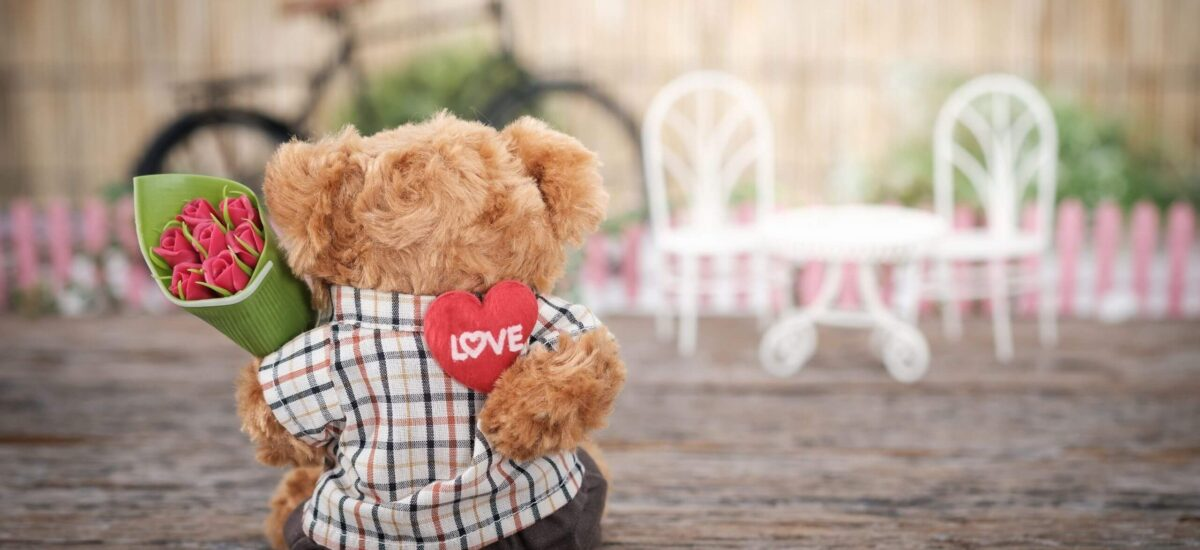 Unique Travel Gifts: 17 Ideas for your Travel-Loving Valentine
