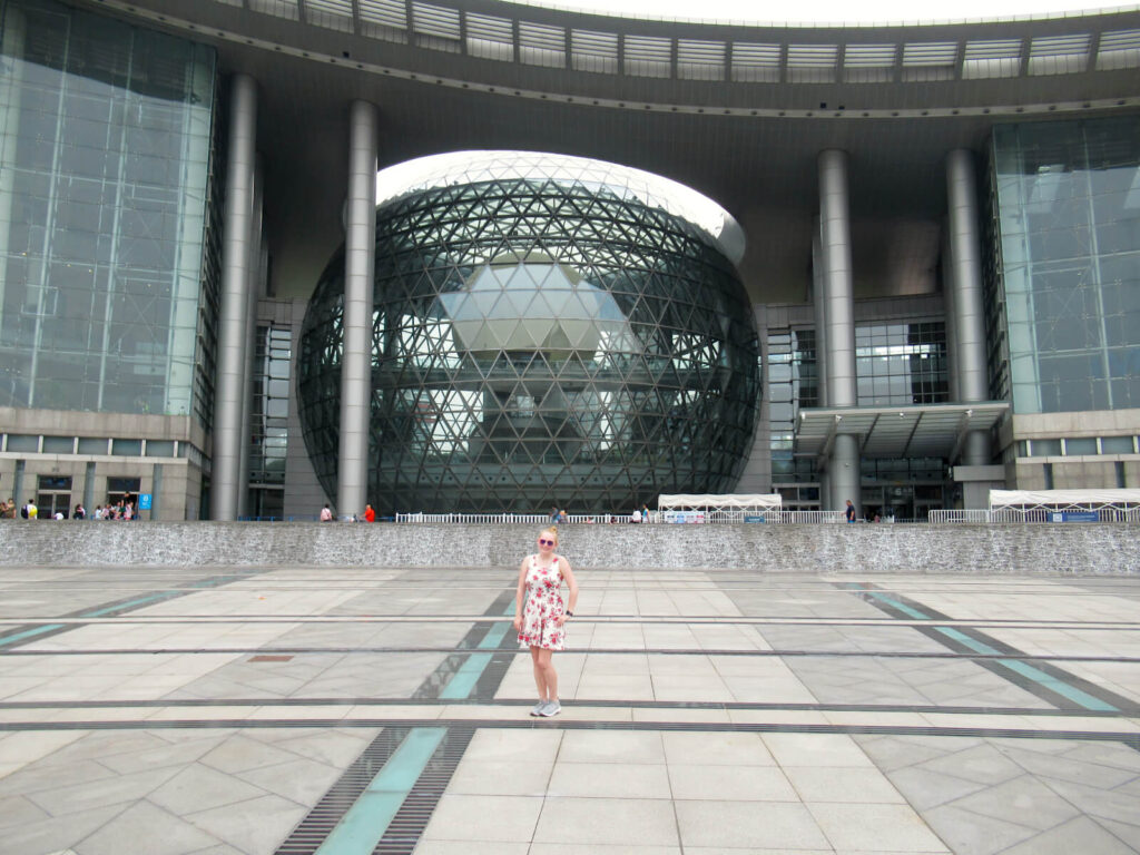 Zoe stood in front of the Shanghai Science and Technology Museum - a huge glass building in the Pudong area.