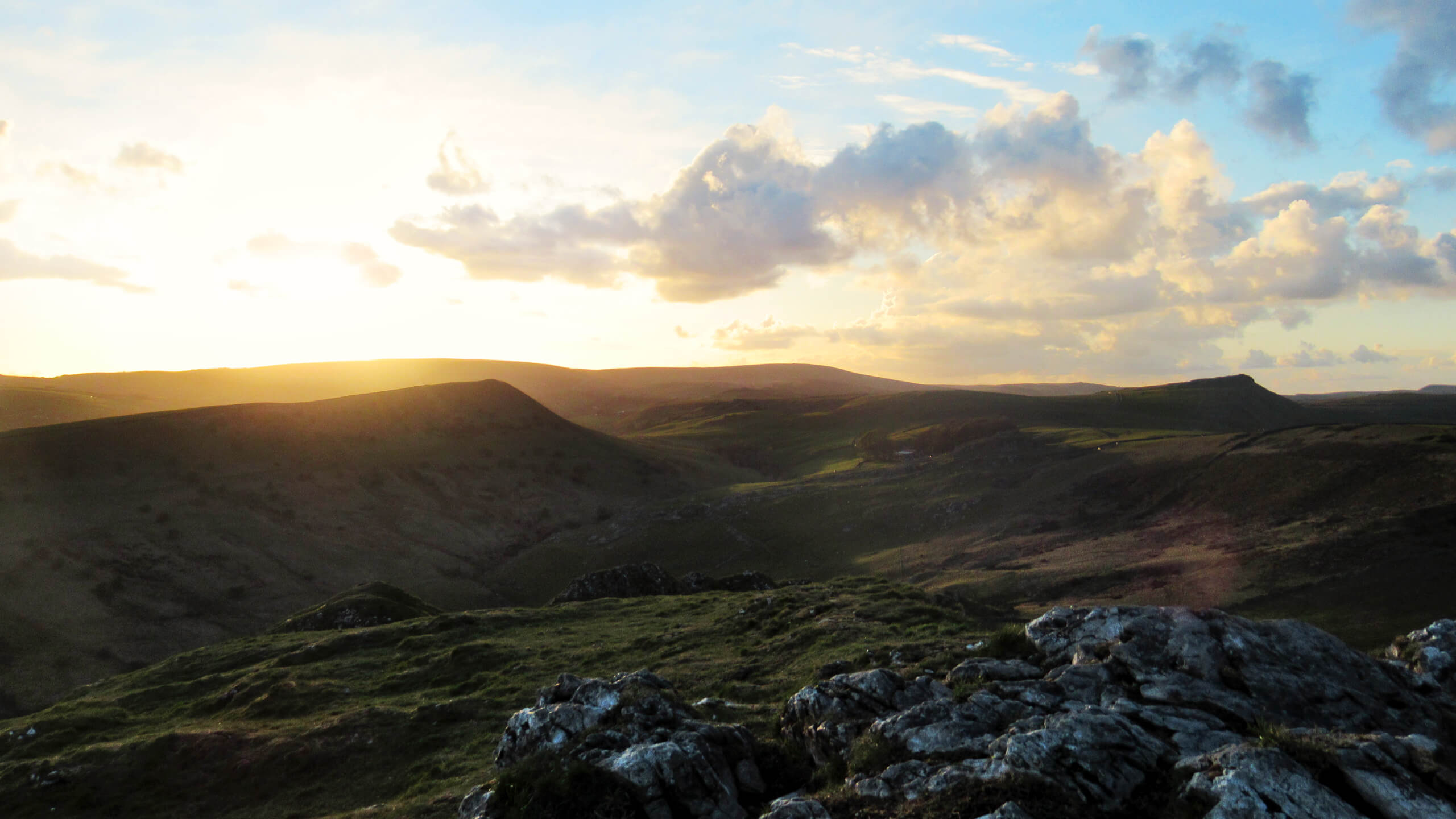 Chrome Hill Walk: 3 Routes to the Spectacular Summit Views