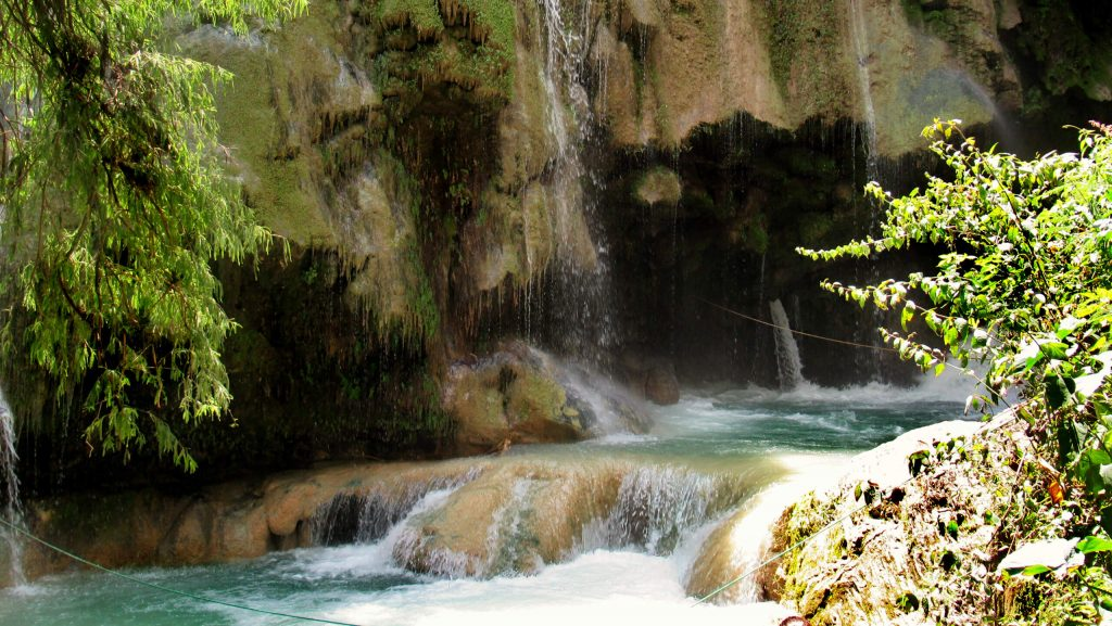 One of the many waterfalls at Pozas Azules de Atzala, with the agua blue water below